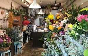 生花やドライフラワーでいっぱいの店内(2018年11月) ベオーネ 用賀