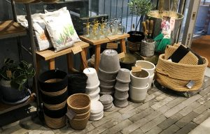 鉢・ポットに用土(EVO)、スコップなどの園芸用具