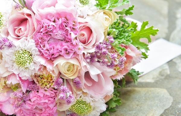 【ブーケ】春らしい色合いのピンク系で華やかな感じに!